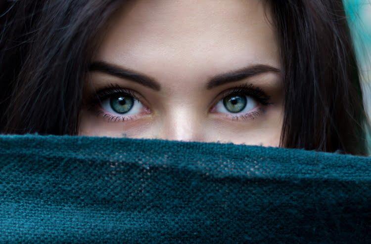 tajemnicze, piękne oczy kobiece